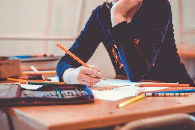 école, élève seul, violence scolaire